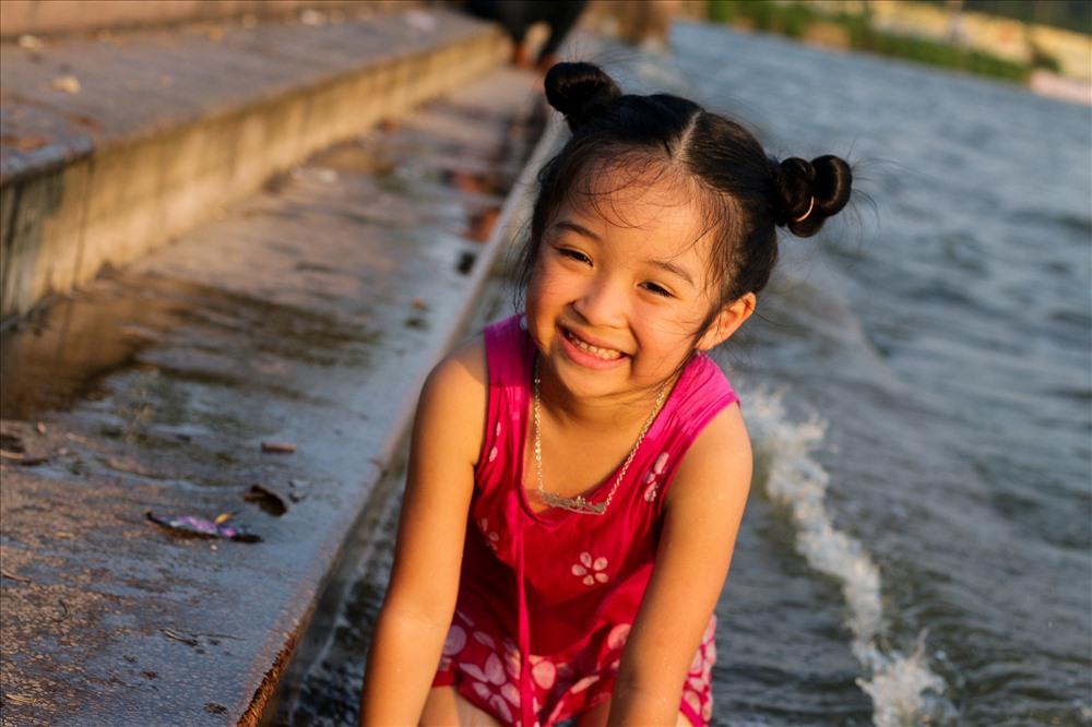 Hanoi's West Lake becomes a swimming pool in hot weather, social news, vietnamnet bridge, english news, Vietnam news, news Vietnam, vietnamnet news, Vietnam net news, Vietnam latest news, vn news, Vietnam breaking news