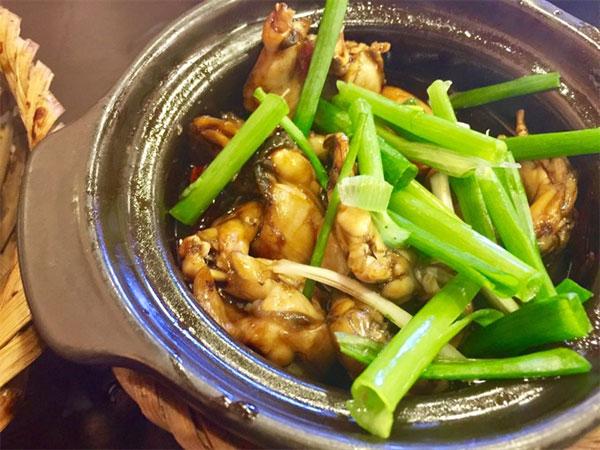Hanoians hop for Singapore frog porridge