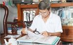 VN farmer promotes Hoang Sa, Truong Sa archipelago stamps to world public