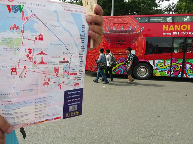 First double-decker bus for sightseeing in Hanoi, travel news, Vietnam guide, Vietnam airlines, Vietnam tour, tour Vietnam, Hanoi, ho chi minh city, Saigon, travelling to Vietnam, Vietnam travelling, Vietnam travel, vn news