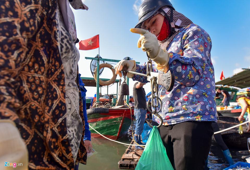 Early morning bustle of Ben Do Fish Market, fishing village, social news, vietnamnet bridge, english news, Vietnam news, news Vietnam, vietnamnet news, Vietnam net news, Vietnam latest news, vn news, Vietnam breaking news