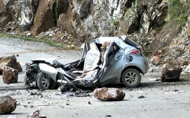 Large rock fall kills driver in Lai Chau,social news, vietnamnet bridge, english news, Vietnam news, news Vietnam, vietnamnet news, Vietnam net news, Vietnam latest news, vn news, Vietnam breaking news