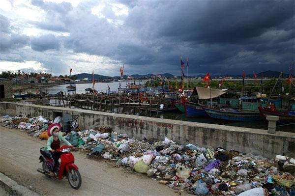 Solid plastic, water pollution, garbage sorting, Nam Son Landfill, Vietnam economy, Vietnamnet bridge, English news about Vietnam, Vietnam news, news about Vietnam, English news, Vietnamnet news, latest news on Vietnam, Vietnam