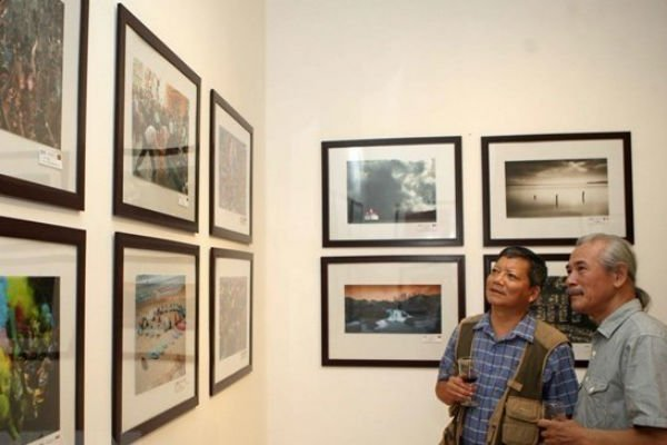 Photographic Society of America opens photo exhibition in Hanoi