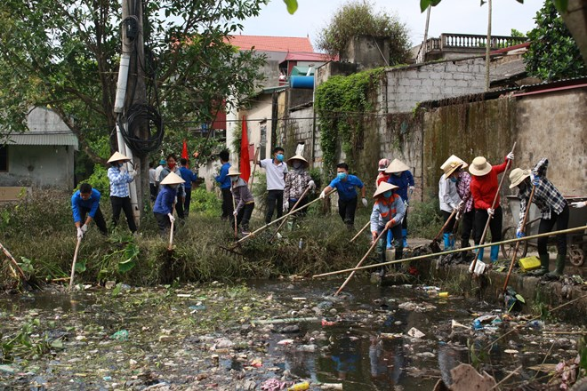Religious followers in Hanoi join hands to protect environment, Court reviews asset embezzlement case at PVP Land, Vietnam launches design for clean energy future, Experts warn ASEAN countries against plastic waste