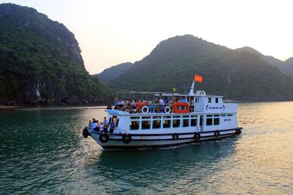 Hai Phong, manage tourist boats, tourist complaint, Vietnam economy, Vietnamnet bridge, English news about Vietnam, Vietnam news, news about Vietnam, English news, Vietnamnet news, latest news on Vietnam, Vietnam
