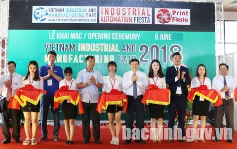Hai Duong to host litchi festival this weekend, Vietnam's 50 best-performing listed firms account for 70% of market cap, Major export earners report steady growth, Kien Giang stops licensing land reclamation projects