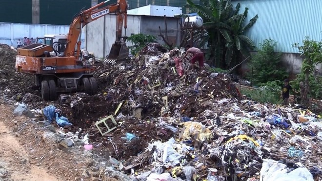 Police discover illegal dump site in Binh Duong, Vietnam environment, climate change in Vietnam, Vietnam weather, Vietnam climate, pollution in Vietnam, environmental news, sci-tech news, vietnamnet bridge, english news, Vietnam news, news Vietnam, vietna