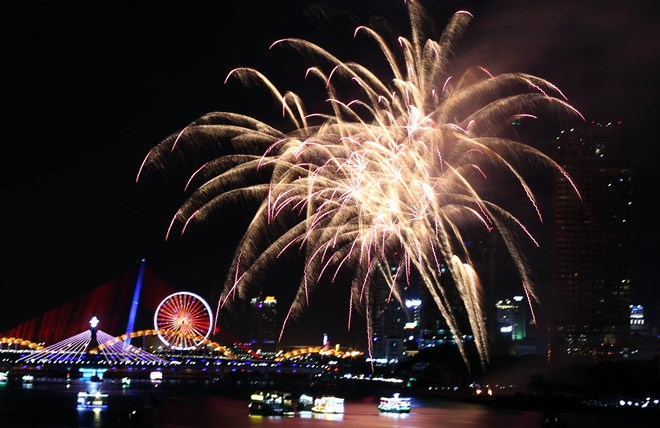 Fireworks express desire for love, friendship on Da Nang's night sky, entertainment events, entertainment news, entertainment activities, what's on, Vietnam culture, Vietnam tradition, vn news, Vietnam beauty, news Vietnam, Vietnam news, Vietnam net news,