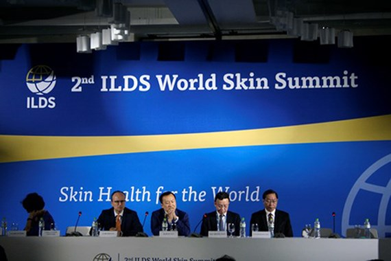 HCMC hosts 2nd World Skin Summit, Surgeons are carrying out the operation to save the French man, HCMC to pilot clean food supply program for schools in 6 districts, 'Student Research Awards 2018' launched