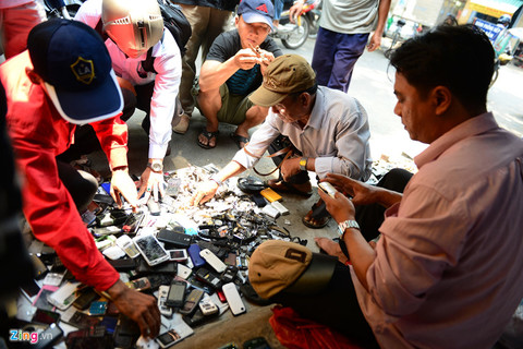 Old phones find match in HCM City, vietnam economy, business news, vn news, vietnamnet bridge, english news, Vietnam news, news Vietnam, vietnamnet news, vn news, Vietnam net news, Vietnam latest news, Vietnam breaking news