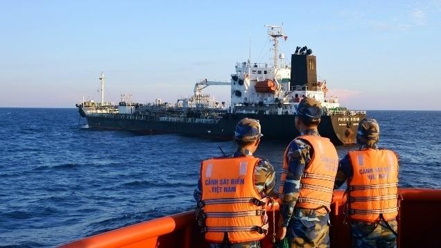 Vietnam fines two foreign ships for trading oil illegally, social news, vietnamnet bridge, english news, Vietnam news, news Vietnam, vietnamnet news, Vietnam net news, Vietnam latest news, vn news, Vietnam breaking news