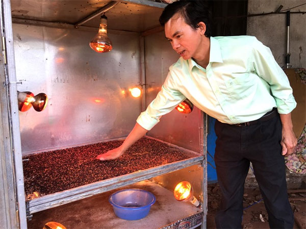 Pepper farmers get hope from self-taught mechanic
