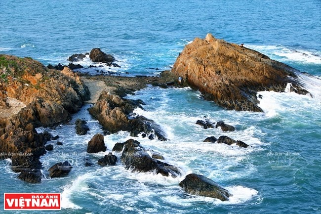 Mong Rong Rock Area, a wonder of nature in Quang Ninh, travel news, Vietnam guide, Vietnam airlines, Vietnam tour, tour Vietnam, Hanoi, ho chi minh city, Saigon, travelling to Vietnam, Vietnam travelling, Vietnam travel, vn news