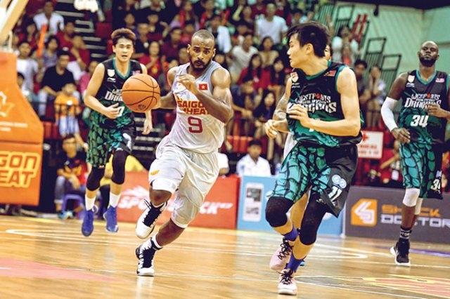 Fledgling basketball league winning over Vietnamese fans
