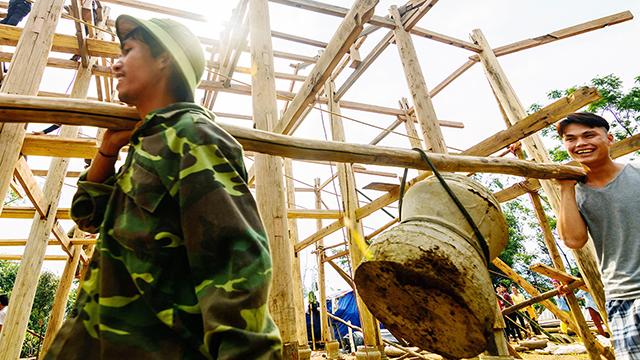 Thai ethnic people build stilt house, entertainment events, entertainment news, entertainment activities, what's on, Vietnam culture, Vietnam tradition, vn news, Vietnam beauty, news Vietnam, Vietnam news, Vietnam net news, vietnamnet news, vietnamnet