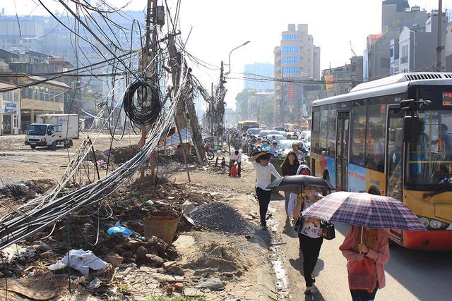 Tangled electrical wires on Hanoi streets, social news, vietnamnet bridge, english news, Vietnam news, news Vietnam, vietnamnet news, Vietnam net news, Vietnam latest news, vn news, Vietnam breaking news
