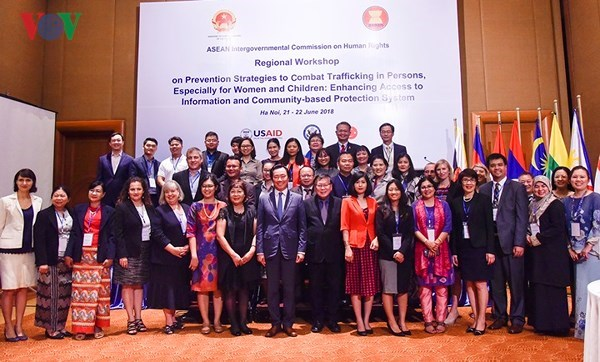 Regional workshop on human trafficking prevention, Netherlands-funded biogas project effective in rural areas, Hanoi commits to fulfilling 90-90-90 goals in HIV/AIDS prevention, Seminar discusses corporate responsibility in fight against alcohol