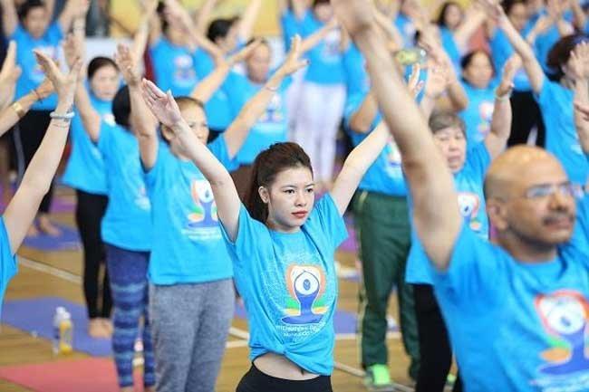 Hundreds of people practice yoga in HCM City, Sports news, football, Vietnam sports, vietnamnet bridge, english news, Vietnam news, news Vietnam, vietnamnet news, Vietnam net news, Vietnam latest news, vn news, Vietnam breaking news