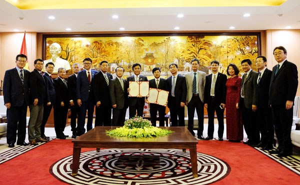 Congratulations to CPP on founding anniversary, Vietnam determined to fulfill 2030 Agenda: Deputy PM, PM urges Fukuoka prefecture to foster multifaceted ties with Vietnam, VUFO's friendship insignias presented to IGE members