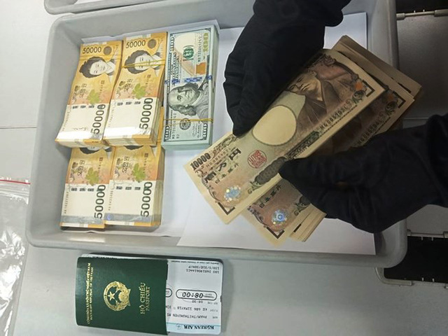 Illegal foreign currency transport detected at Tan Son Nhat Airport, social news, vietnamnet bridge, english news, Vietnam news, news Vietnam, vietnamnet news, Vietnam net news, Vietnam latest news, vn news, Vietnam breaking news