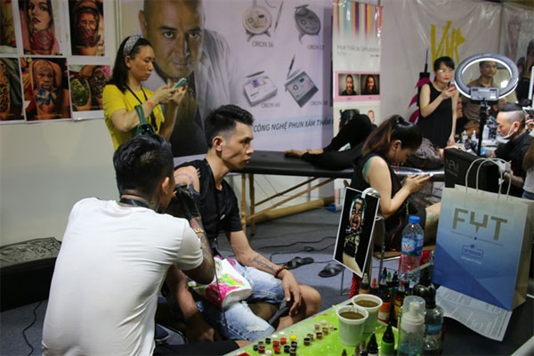Viet Nam Tattoo Expo, remove taboo, Vietnam economy, Vietnamnet bridge, English news about Vietnam, Vietnam news, news about Vietnam, English news, Vietnamnet news, latest news on Vietnam, Vietnam