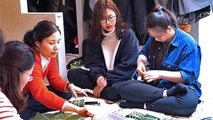 Vietnamese renowned educators send children abroad to study