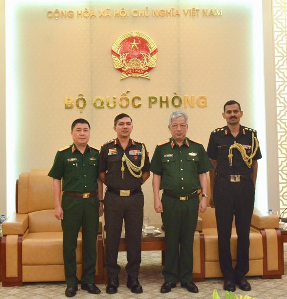 Ambassador highlights good results in Vietnam-Cambodia economic ties, Deputy Defence Minister receives Indian, Israeli military attachés, Minister urges synchronous measures to deal with natural disasters