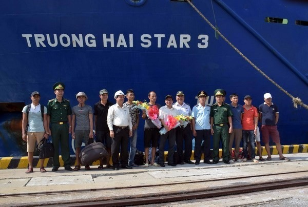 U.S. Volleyball Players Launch Youth Sports Diplomacy Program in Vietnam, Bình Thuận ready to prevent oil spills, Fiery crash on belt-ring road kills bus passenger, South faces electricity shortages, Company fined $1,100 for food safety violations