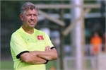 VN Football Federation extends contract with German Jurgen Gede
