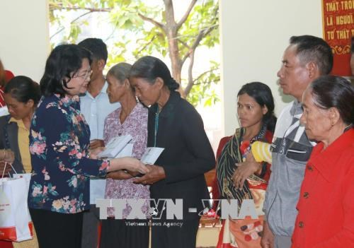Cuba, Fidel – sacred words in Vietnamese's heart: Party official, Soc Trang province to work to reinforce Vietnam-Cambodia ties, Hanoi, UAE look to bolster bilateral ties, Vice President presents gifts to policy beneficiaries in Dak Nong