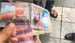 French tourists given votive money in Hanoi cyclo rip-off