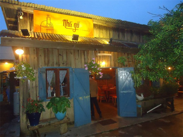 Comment:  Quality food at reasonable prices, minimalist design, charming place especially at dinner time