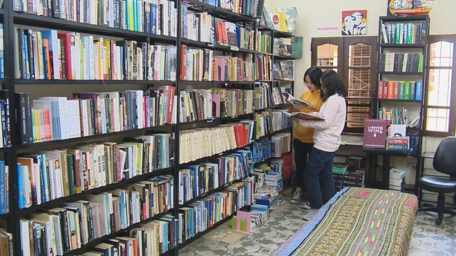 """""""Bookworm"""" attracts English-language book lovers, entertainment events, entertainment news, entertainment activities, what's on, Vietnam culture, Vietnam tradition, vn news, Vietnam beauty, news Vietnam, Vietnam news, Vietnam net news, vietnamnet news, vi"""