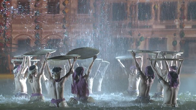 Colourful night show dazzles visitors to Hoi An