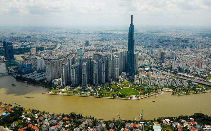 Located next to the Sai Gon River in Binh Thanh district, Landmark 81 is more than 460 metres tall and boasts 81 storeys. It is Vietnam's tallest building and among the 20 highest skyscrapers in the world.  The trade centre has attracted thousands of visitors and shoppers since coming into operation on July 26.