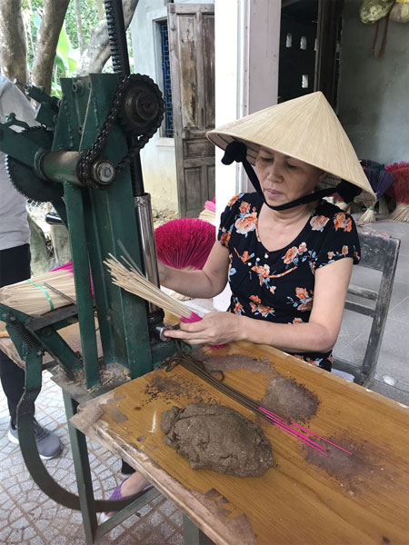 Hue, traditional craft villages, Hue royal cuisine, Vietnam economy, Vietnamnet bridge, English news about Vietnam, Vietnam news, news about Vietnam, English news, Vietnamnet news, latest news on Vietnam, Vietnam
