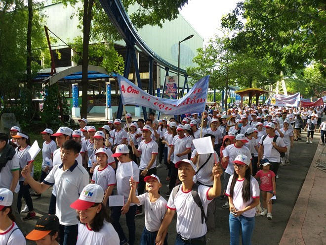 Campaign encourages public involvement in sea clean-up, HCM City: Over 5,000 walk for AO victims, disabled, Vietnamese beers present at Berlin beer festival for 18 years, Hanoi police prosecute two men for illegal drug trafficking