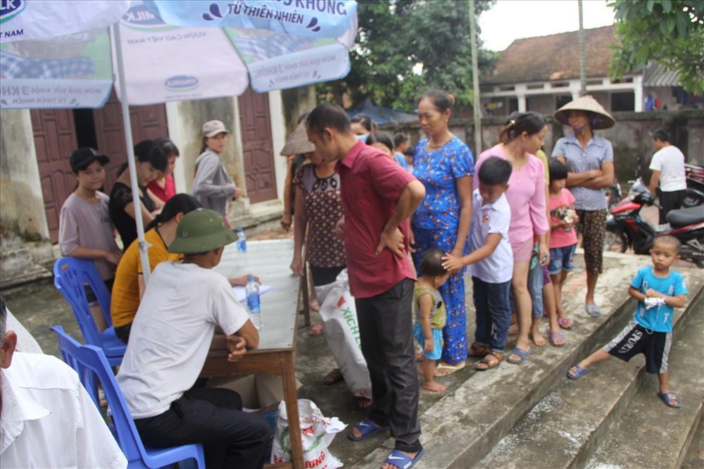 Residents in Hanoi's flooded areas receive donations, social news, vietnamnet bridge, english news, Vietnam news, news Vietnam, vietnamnet news, Vietnam net news, Vietnam latest news, vn news, Vietnam breaking news