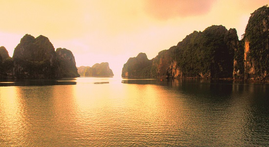 Ha Long Bay shines in Outlook India's best sunrise location in Asia, travel news, Vietnam guide, Vietnam airlines, Vietnam tour, tour Vietnam, Hanoi, ho chi minh city, Saigon, travelling to Vietnam, Vietnam travelling, Vietnam travel, vn news