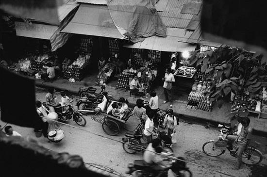 Lively Hanoi in the 1990s via French photographer's lens