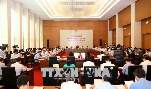 Agency proposes supervision system to prevent dam collapse, Public transport center seeks to resume minibus service in HCMC