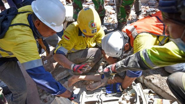 Indonesian, Lombok earthquake, strong aftershock, rescue
