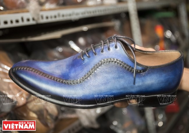 Walking through age-old shoemaking store in HCM City