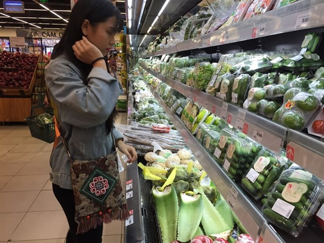Organic produce does not meet rising demand: experts, VN consumers yet to warm to chilled meat, Vietnam Airlines includes fresh longan on flights, PVN plans stake cut to 36% in PVD, Foreign investment into Ba Ria-Vung Tau soars 30%
