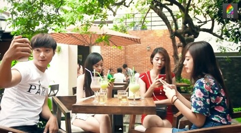 Peers' phone addiction biggest bugbear for Vietnamese travellers