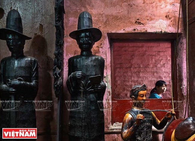 French photographer captures old temples of Vietnam