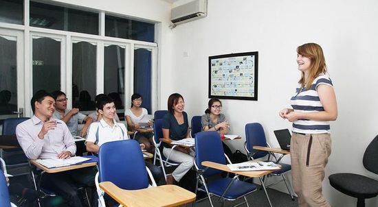 Hanoi tightens control over foreign language centers