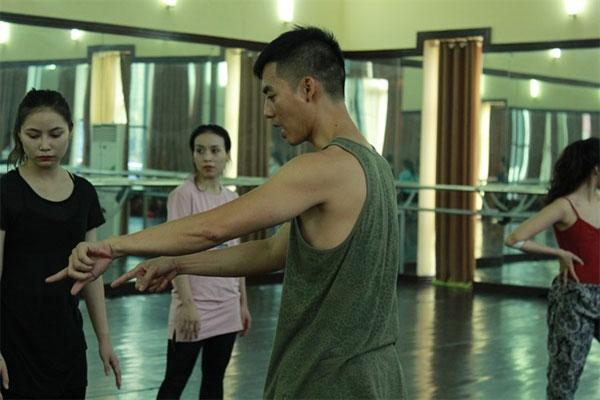 Quan makes contemporary dance for VNOB
