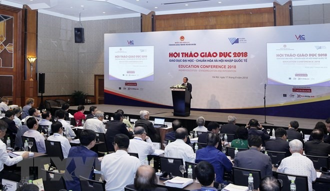 Da Nang steps up measures against dengue fever, Hanoi steps up inspections at private drugstores, Employees could work more overtime, HCM City adjusts height of building projects in district area